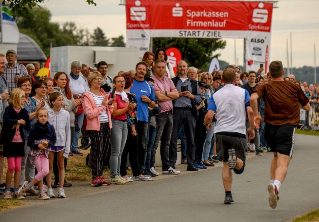 Sparkassen Firmenlauf am Möhnesee am 10. Juli 2019. Foto: Thomas Nitsche